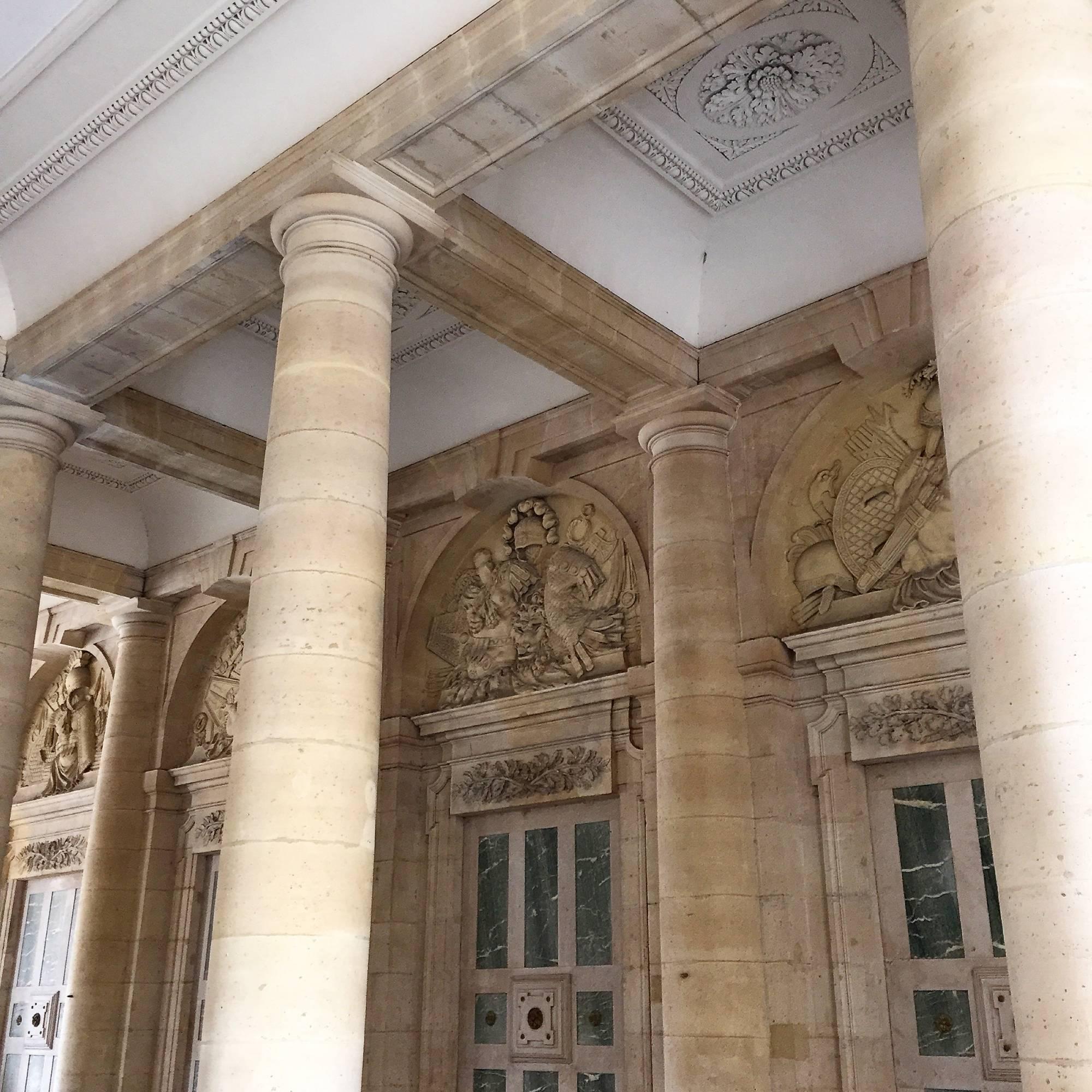 Quel est le tribunal compétent  pour connaître des actions en propriété littéraire et artistique : juridiction judiciaire ou juridiction administrative ?